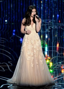 Broadway star Idina Menzel wearing Reem Acra while performing at the 2014 Academy Awards